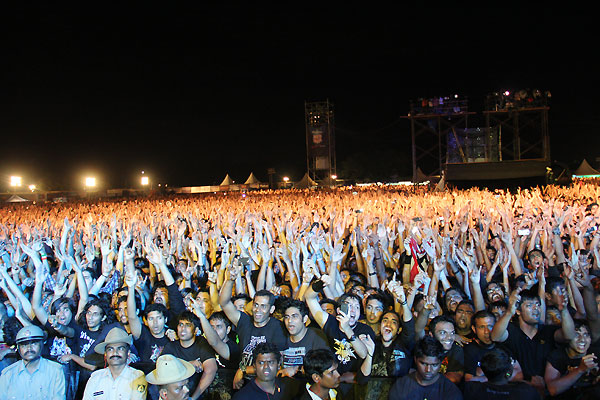 rock-n-india-2011-featuring-metallica-bangalore-crowd