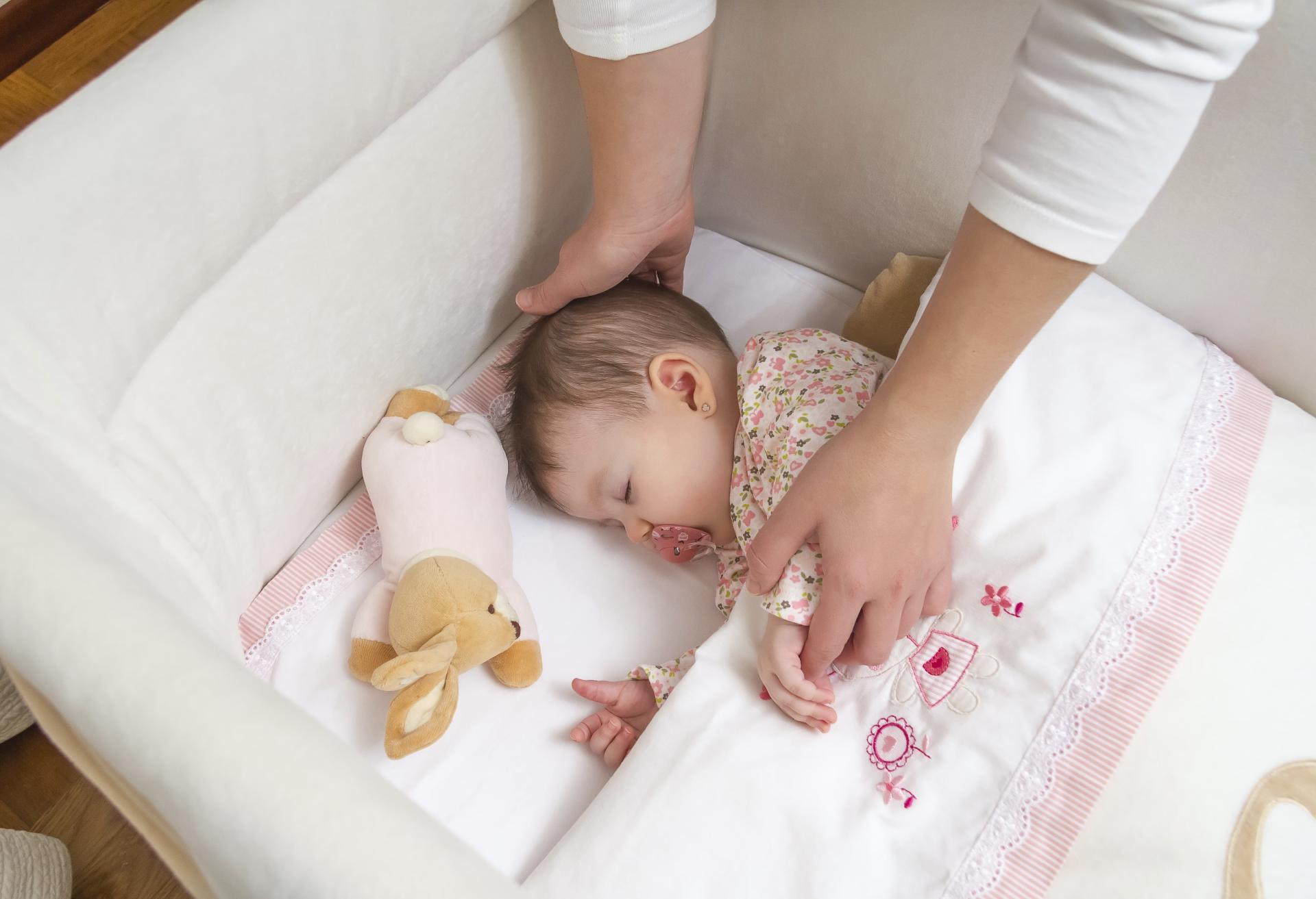 С нами вы научите малыша засыпать быстро и без слез, уйдете от частых ночных пробуждений, решите проблему с короткими дневными снами.
